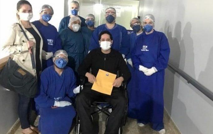 Médico recebeu alta neste domingo (28). (Foto: Divulgação).