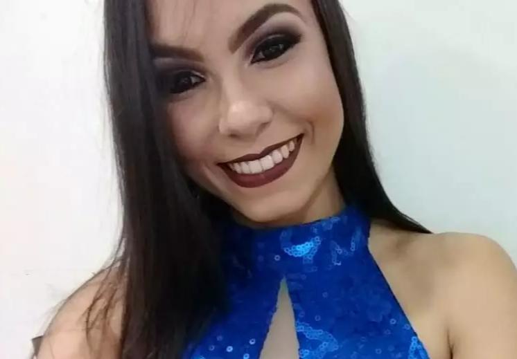 Bárbara Wsttany Amorim Moreira, 21 anos, morreu após acidente na noite de sábado (11). (Foto: Reprodução/Facebook)