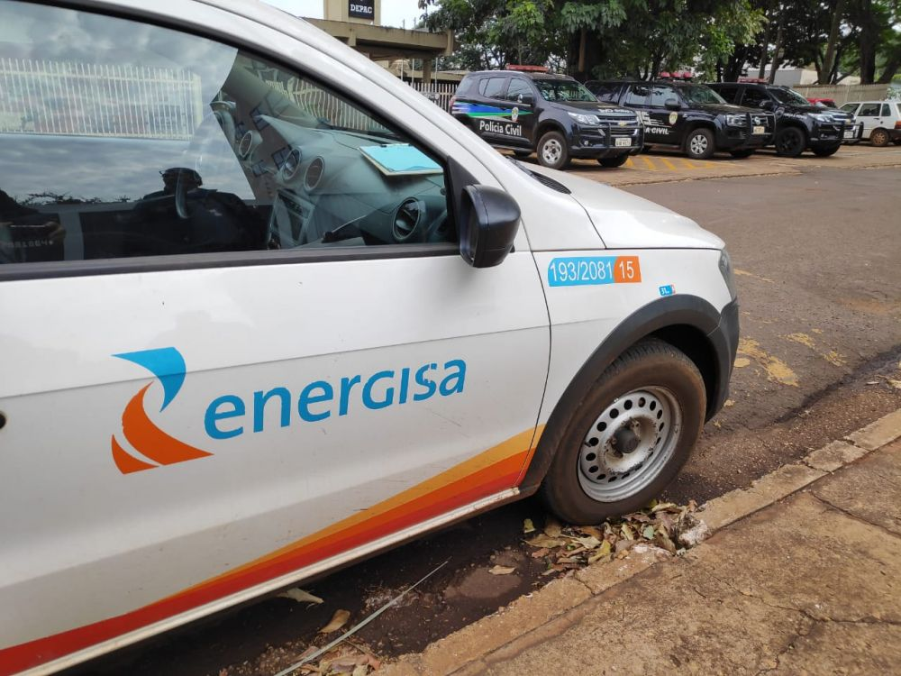 A polícia prestou apoio as equipes da Energisa - Crédito: Dourados News