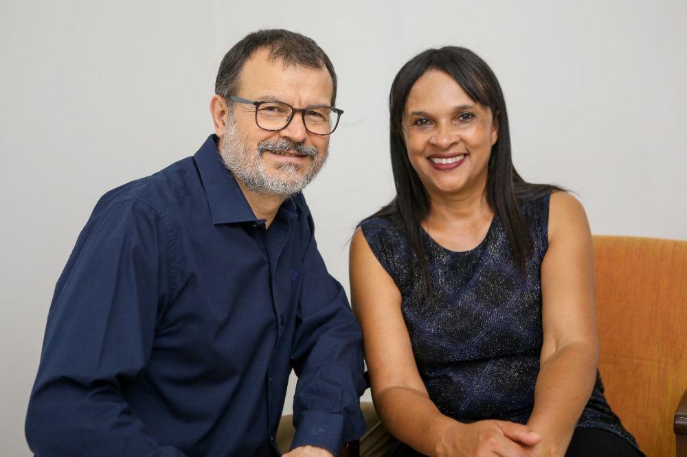 Professor João Carlos será candidato a prefeito e Lourdes Castro de Oliveira Kurttert vice - Crédito: Divulgação
