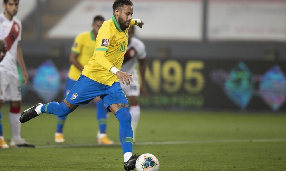Neymar cobrando pênalti durante duelo contra seleção peruana - Crédito: Lucas Figueiredo/CBF