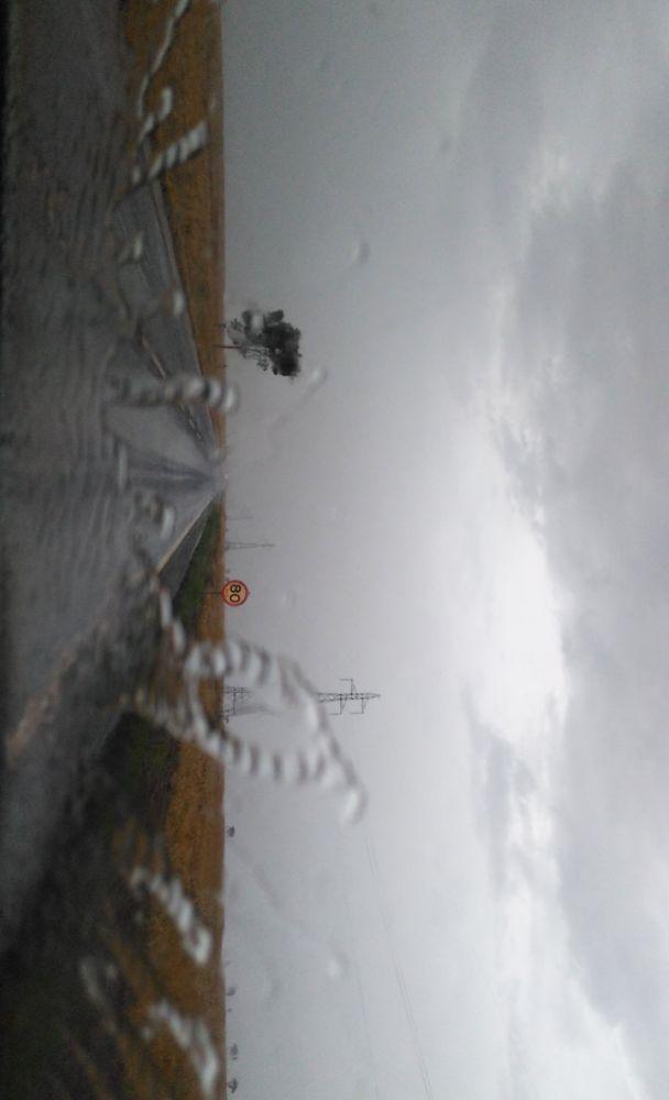 A previsão para amanhã é de chuva desde cedo em várias partes do Estado - Crédito: Wender Carbonari/Dourados News/Arquivo