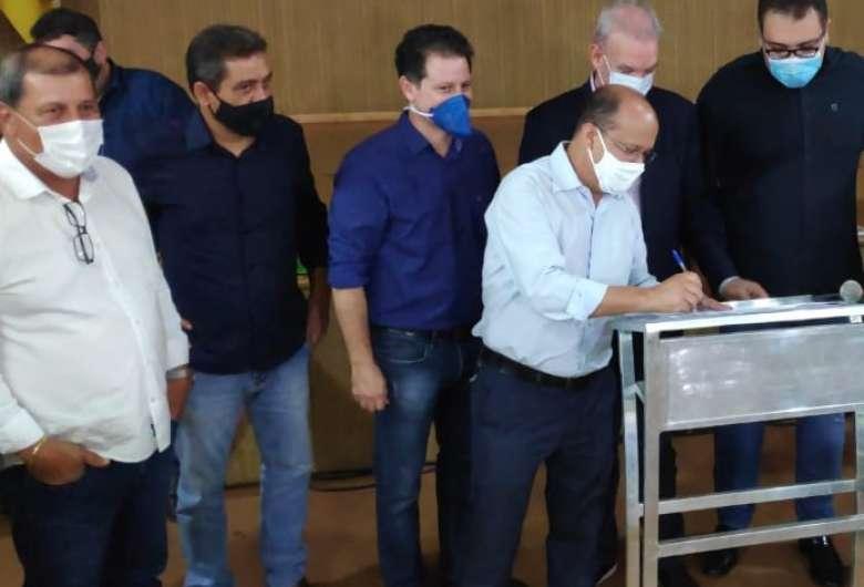 Deputado Barbosinha participou de ato em Dourados - Crédito: Divulgação