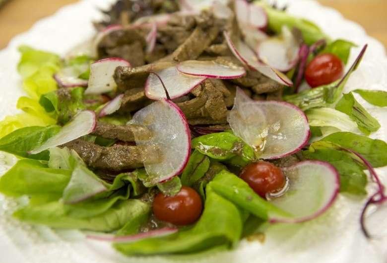 Salada de Folhas com Iscas de Fígado do Chef Ravioli - Crédito: Isabella Pinheiro/Gshow