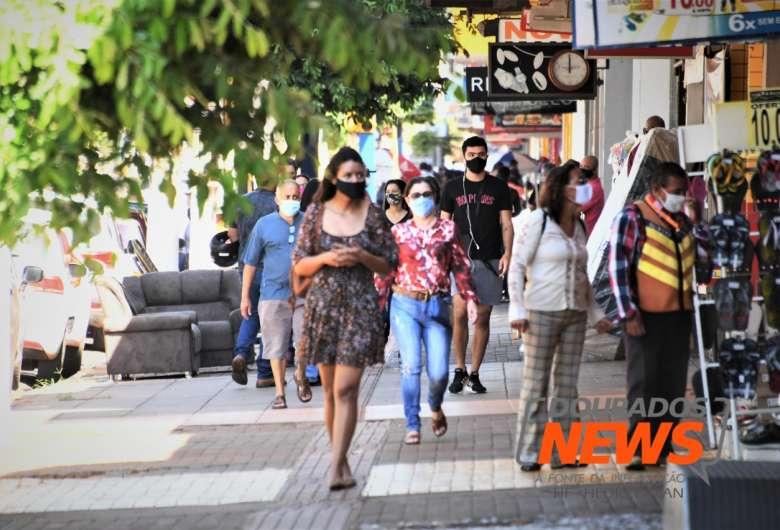 Dourados teve movimento alto no centro nesta manhã - Crédito: Hedio Fazan/ Dourados News