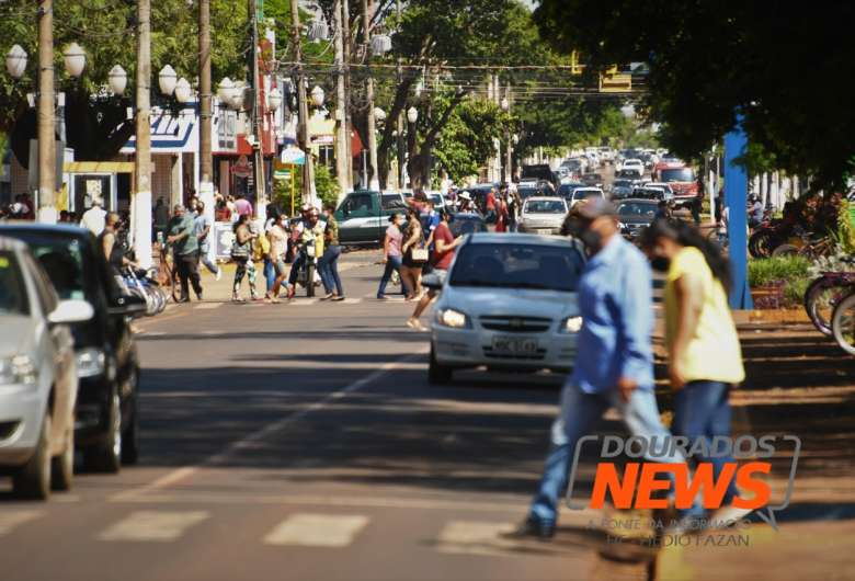 Movimentação na região central de Dourados - Crédito: Hedio Fazan/ Dourados News