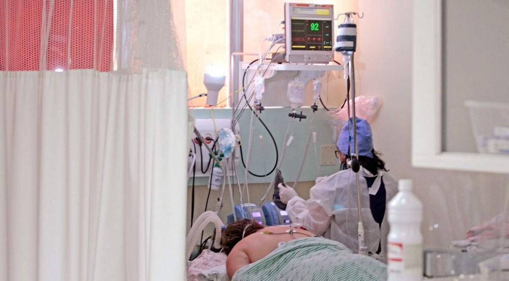 Paciente internado com covid no Hospital Regional de Campo Grande. (Foto: Saul Schramm)