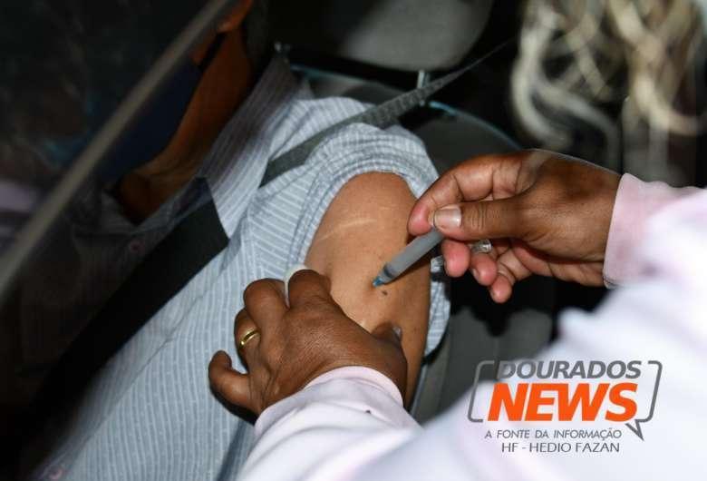 Em Dourados, 74.349 dos 225.495 habitantes receberam pelo menos uma dose de imunizante contra a Covid-19 - Crédito: Hedio Fazan/ Dourados News/ Arquivo