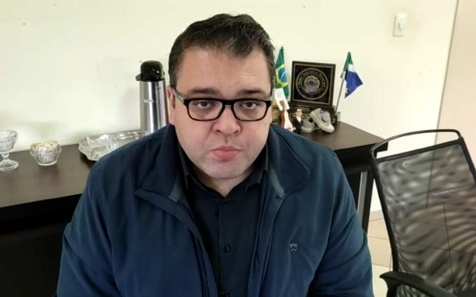 Prefeito Alan Guedes durante transmissão para anunciar que lockdown acaba sábado (Foto: Reprodução)