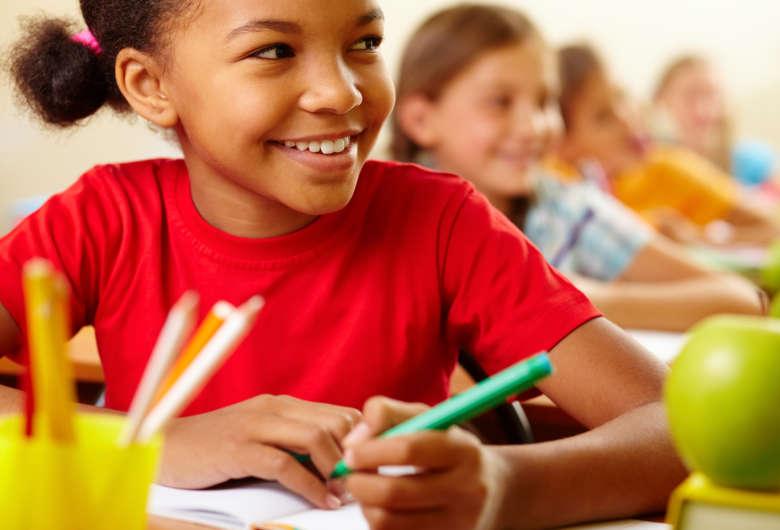 É muito importante que a família se organize e encontre um tempinho do dia para dedicar-se às tarefas escolares - Crédito: Press Foto/ Freepik
