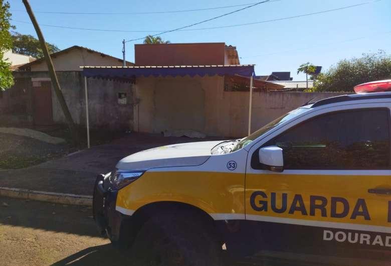 Corpo foi encontrado debaixo de marquise - Crédito: Dourados News