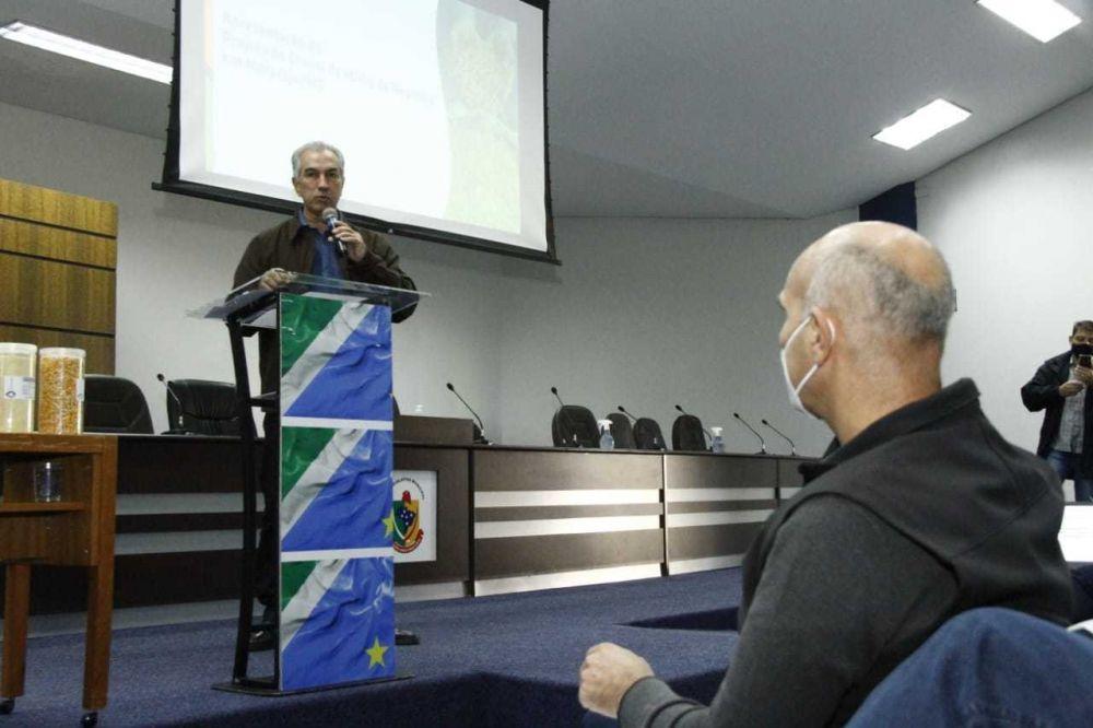 Governador Reinaldo Azambuja, durante encontro para assinatura do termo de acordo que garante incentivos fiscais (Foto: Edemir Rodrigues)