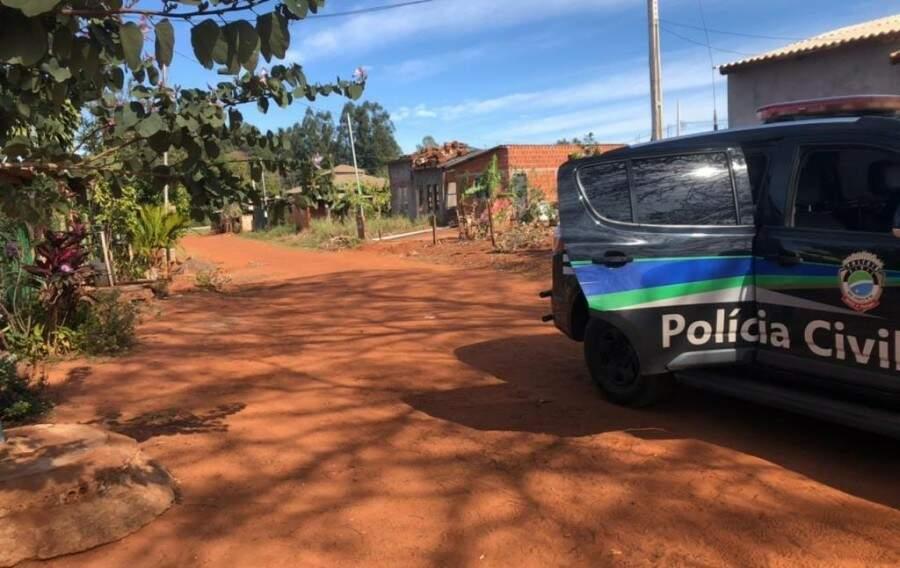 Homem foi preso em casa, onde também foi encontrada uma espingarda. (Foto: Polícia Civil)