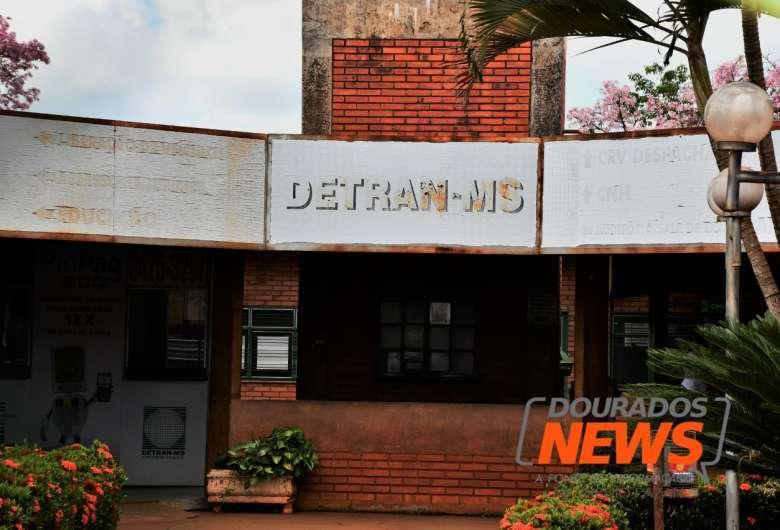 Leilões abertos pelo Detran envolvem veículos apreendidos que servem para circulação, desmontagem ou reciclagem - Crédito: Hedio Fazan/ Dourados News