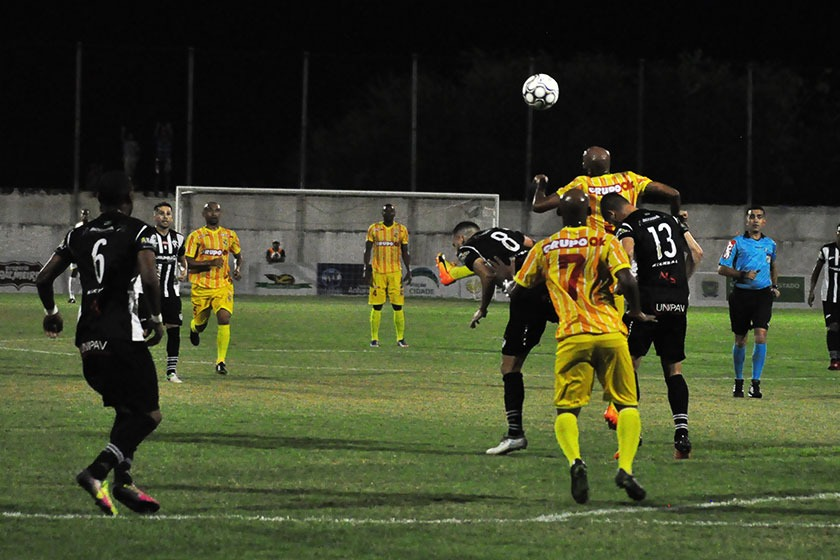 Lance do jogo entre Corumbaense e Brasiliense - Crédito: Divulgação