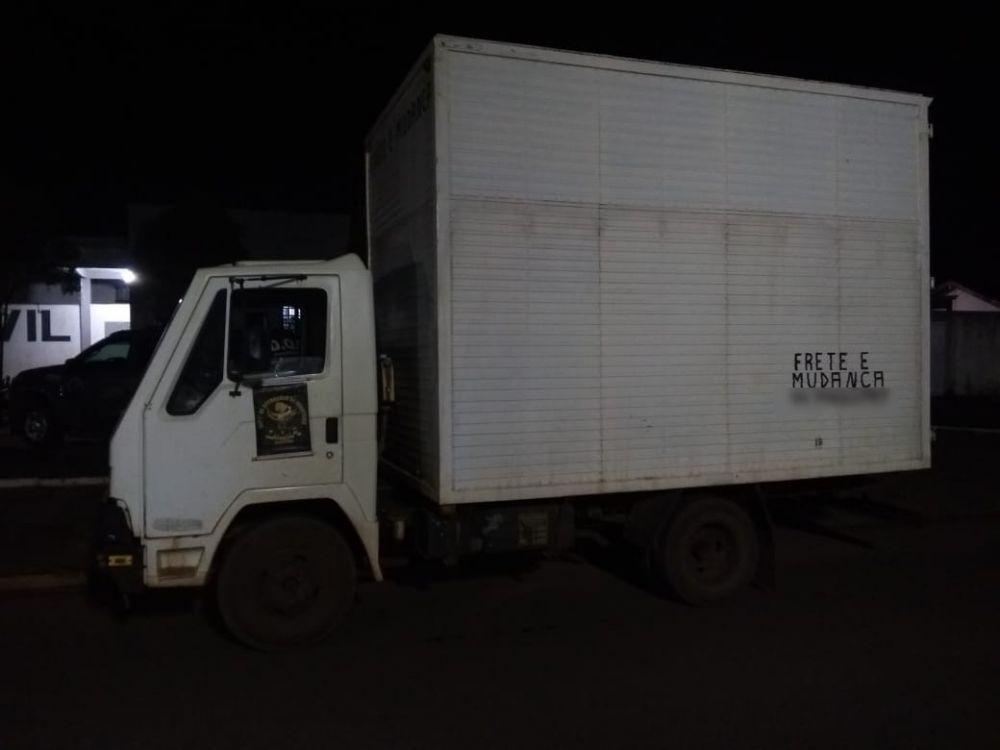 Caminhão baú foi apreendido - Crédito: Divulgação