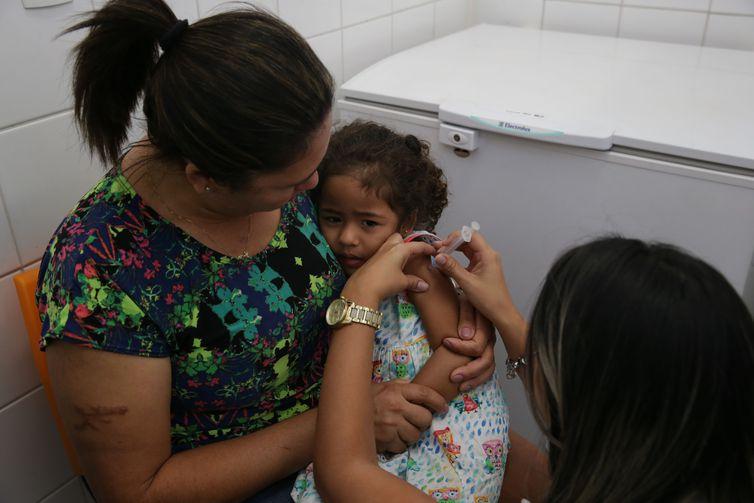 Em 2017, apenas a BCG, que protege contra a tuberculose e é aplicada ainda na maternidade, atingia a meta de 90% de imunização - Crédito: Antonio Cruz/Agência Brasil