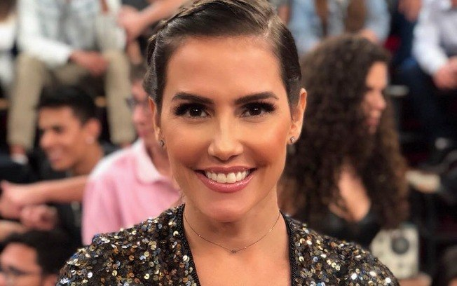"""Deborah Secco fala sobre o machismo e seus personagens durante sua participação no programa """"Altas Horas"""" - Crédito: Reprodução Instagran"""