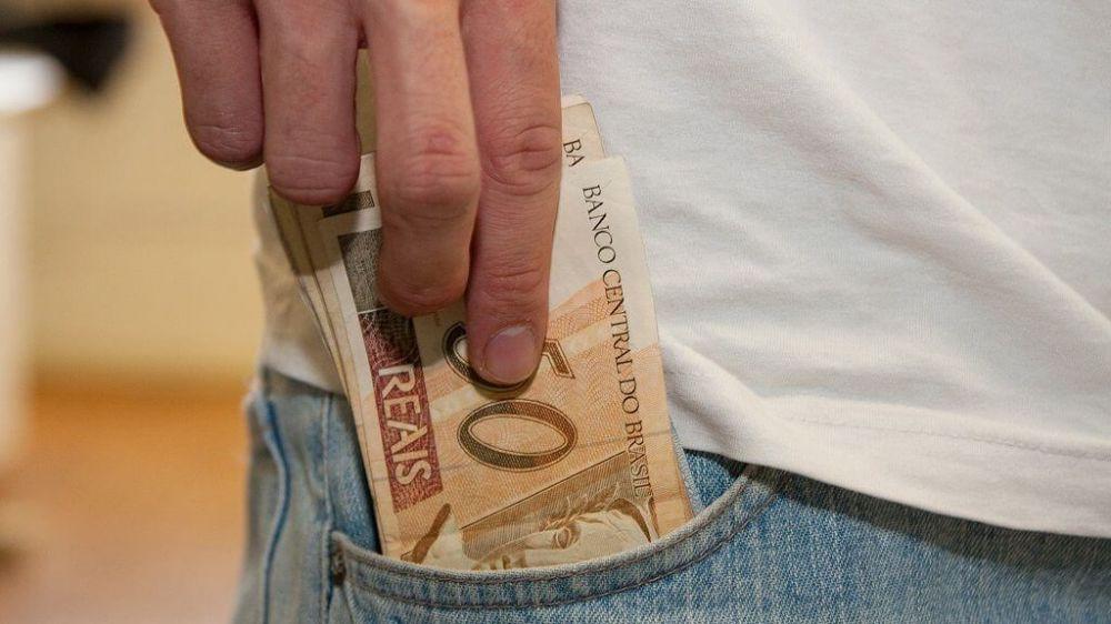 Mais de R$ 35 bilhões estarão disponíveis para todos os trabalhadores que tiveram carteira assinada entre 1971 e 1988 (Foto: EBC)