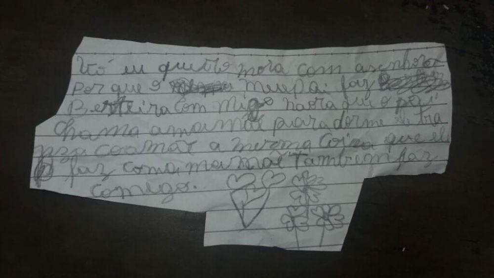 Em bilhete, menina pede para morar com a avó pois o padrasto fazia com ela a mesma coisa que fazia com a mãe — Foto: Arquivo Pessoal