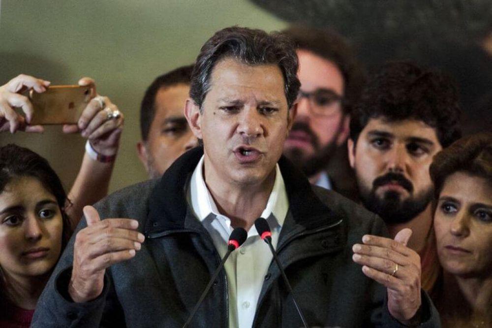 O candidato à Presidência da República, Fernando Haddad, durante discurso após resultado do primeiro turno das eleições (Foto: Marcelo Camargo/Agência Brasil)