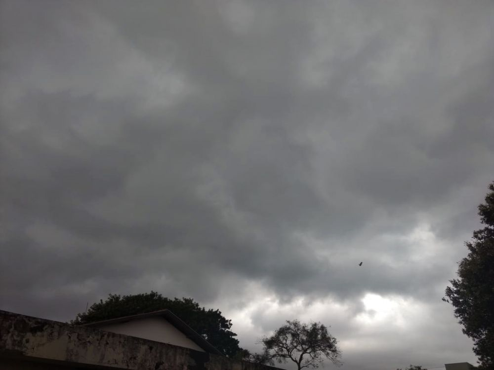 Previsão aponta chegada de tempestade a Dourados. - Crédito: Vinicios Araújo