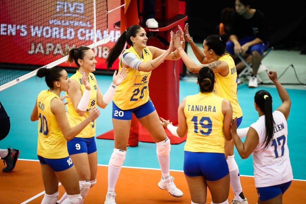 Brasil festeja ponto contra as holandesas - Crédito: Divulgação/FIVB