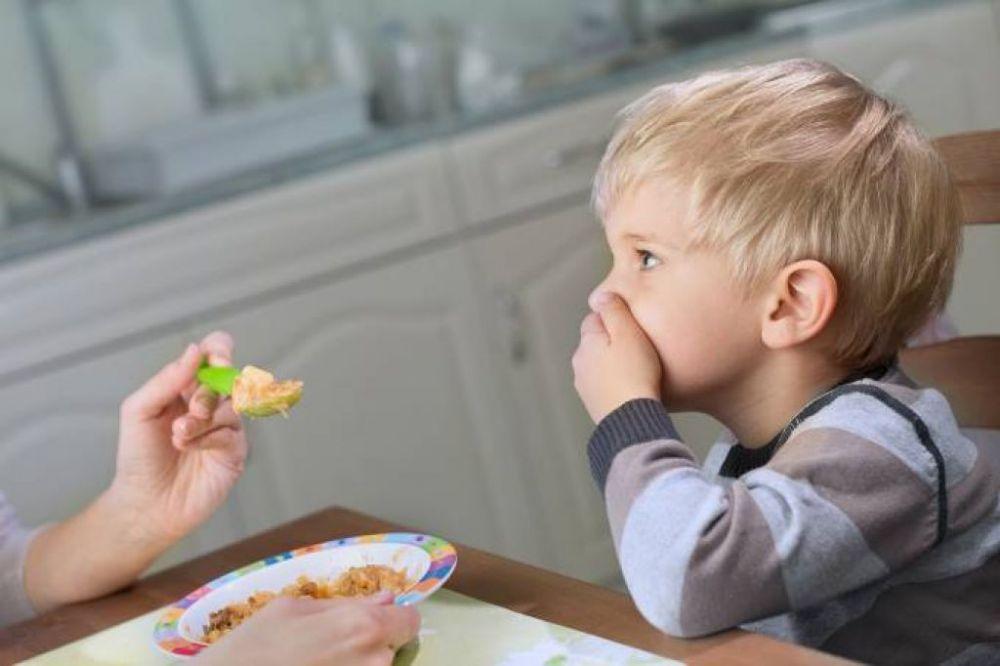 Os primeiros sintomas dos distúrbios alimentares podem surgir a partir dos 9 anos de idade. (//iStock)