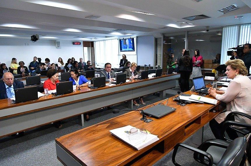 Presidente da Comissão de Educação, Lúcia Vânia (D) critica baixa aplicação de recurso federal em crechesGeraldo Magela/Agência Senado