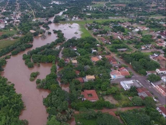 Rio Apa transborda em Bela Vista. (Foto: Edinho Corrêa)