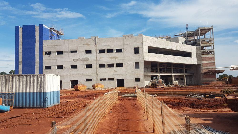 Obras de construção do Hospital Regional de Três Lagoas estão executadas em aproximadamente 50%. - Crédito: Ricardo Minella