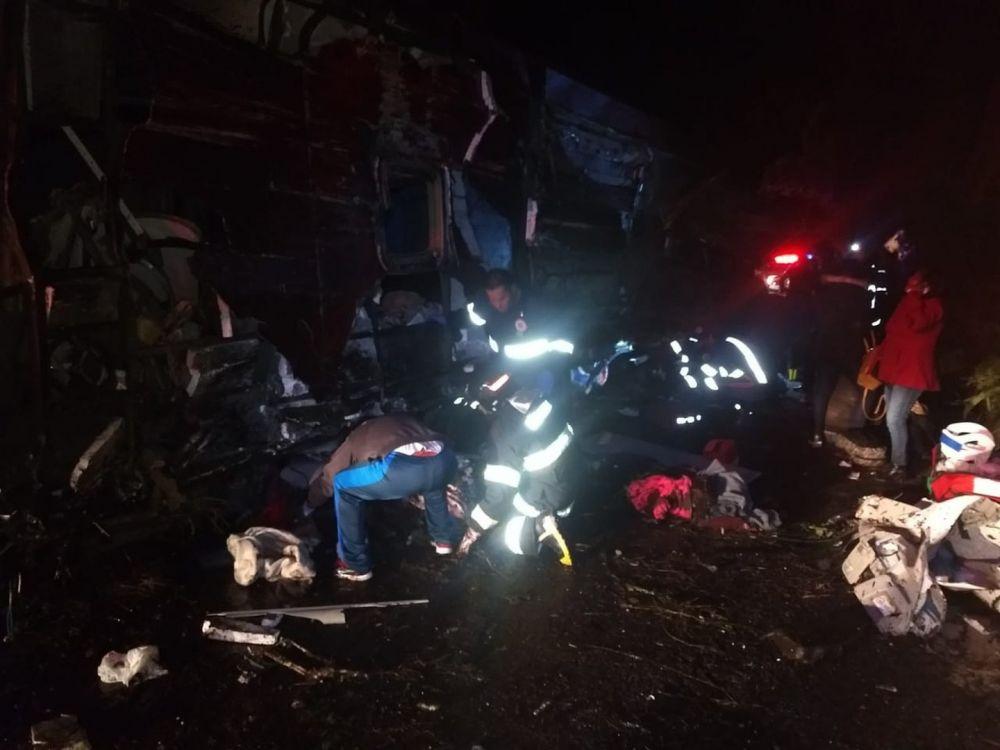 Bombeiros e polícia estão em atendimento no acidente na serra de Campos do Jordão - Crédito: Divulgação/Bombeiros