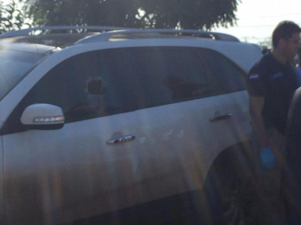 Veículo atingido por vários disparos - Crédito: Porã News