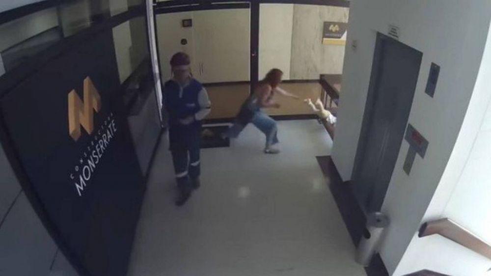 Mulher evita que filho caia do quarto andar de prédio Foto: Reprodução/YouTube