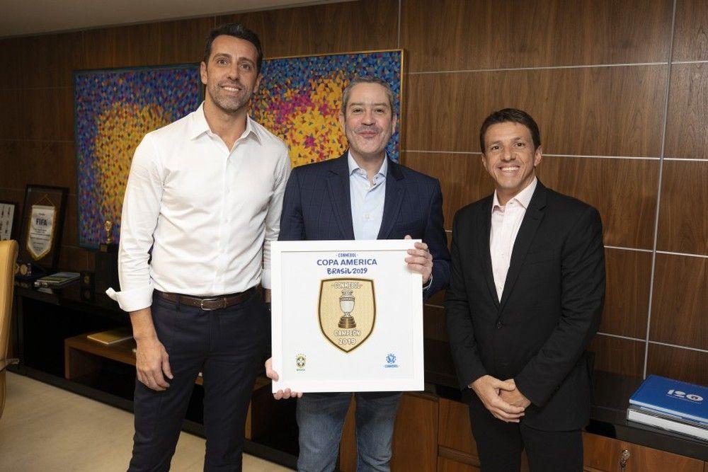 Edu, Rogério Caboclo e Juninho Paulista, em anúncio oficial da mudança no cargo - Crédito: Lucas Figueiredo/CBF