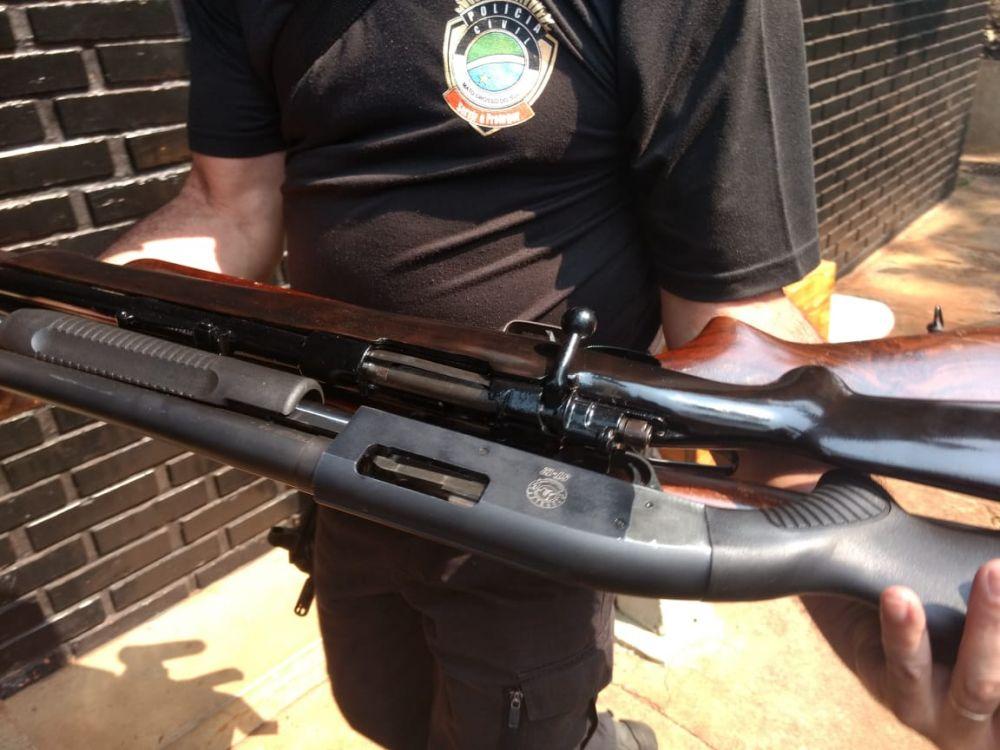 Armas foram apreendidas em casa na Vila Industrial - Crédito: Osvaldo Duarte/Dourados News