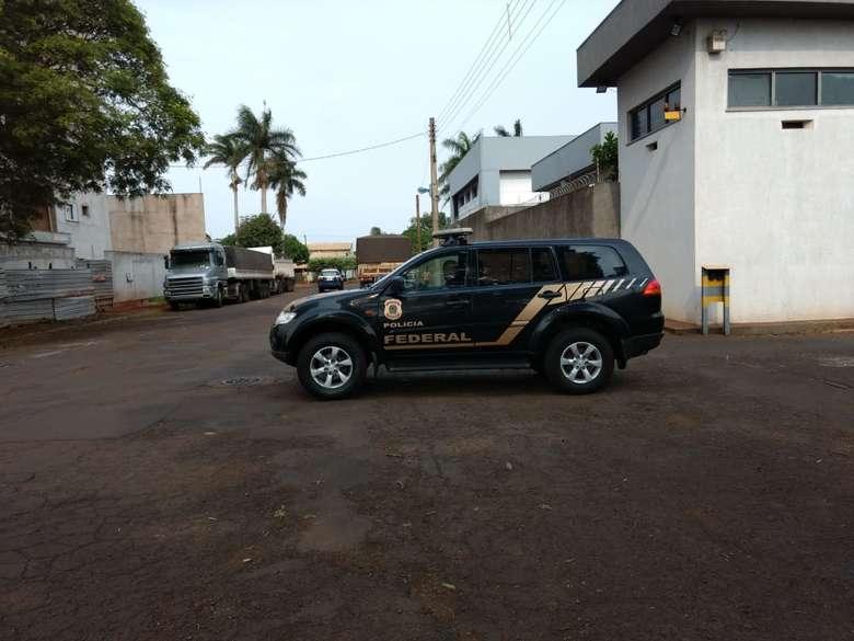 Presos pela PF, ex-secretário e empresário foram levados para a PED - Crédito: Osvaldo Duarte/ Arquivo Dourados News