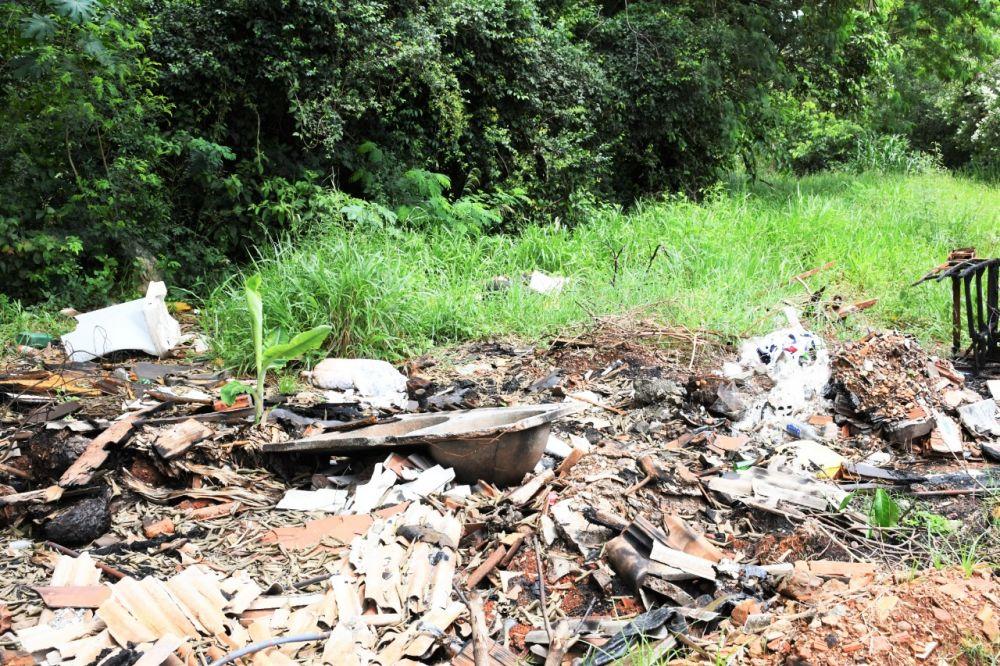 Lixão a céu aberto na Via Parque deve ser alvo de mutirão de combate ao mosquito Aedes aegytpi - Crédito: Hedio Fazan/Dourados News