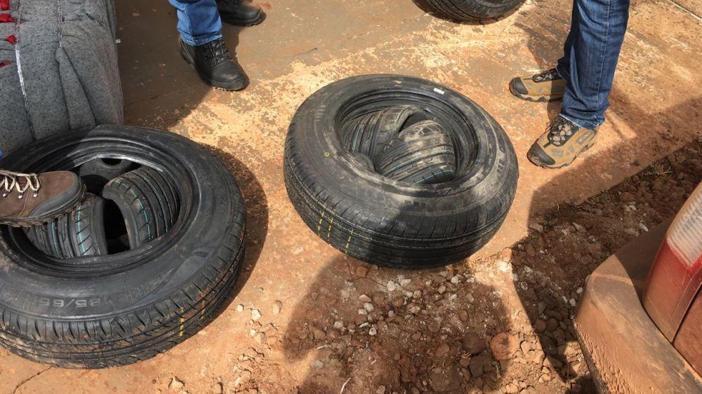 Pneus contrabandeados do Paraguai foram apreendidos - Crédito: Divulgação