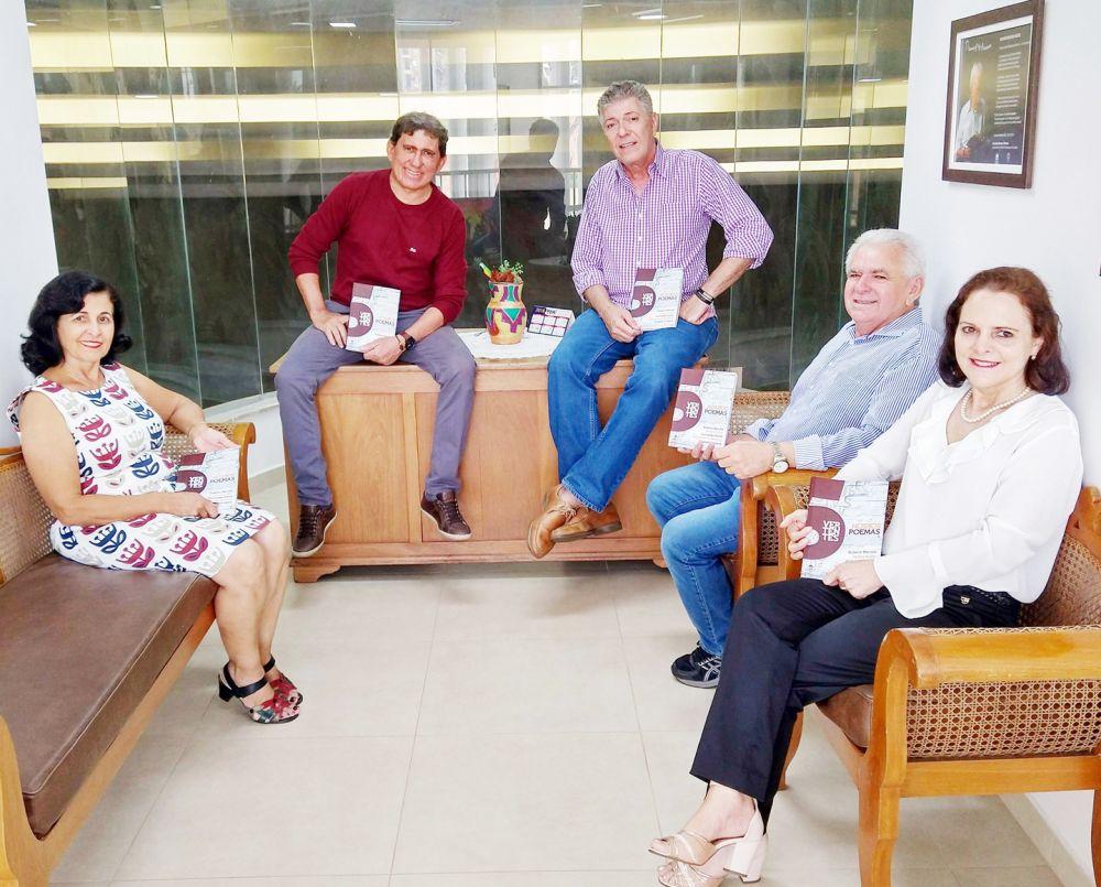 """Autores do livro """"Vertentes: Nossos Poemas"""", que será lançado na próxima semana - Crédito: Divulgação"""